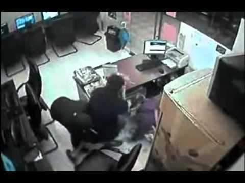 В Кирове ограбили администратора интернет-кафе.