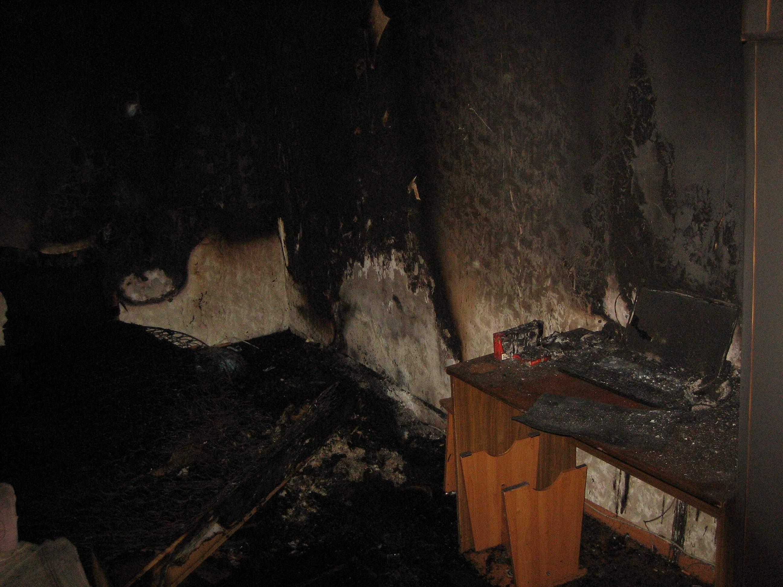 На Октябрьском проспекте выгорела квартира в жилом доме.