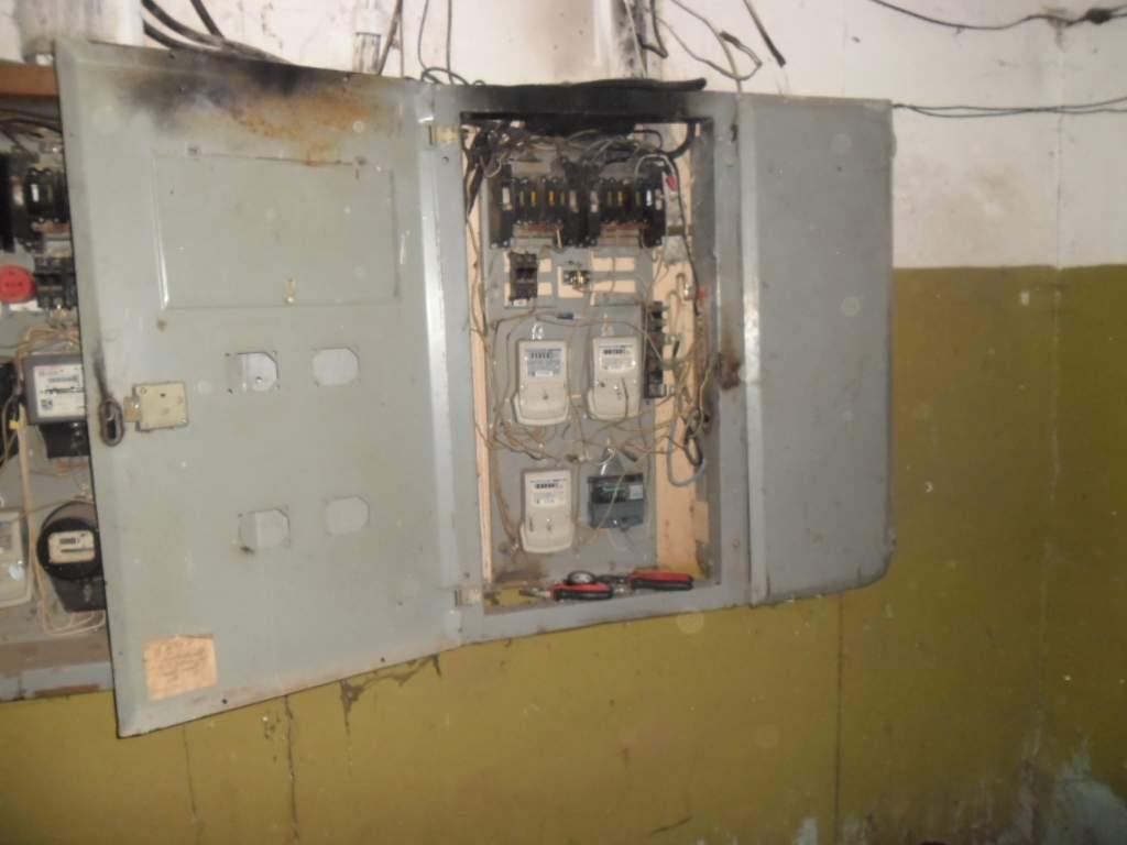 В доме на улице Челюскинцев вспыхнул электрощит.