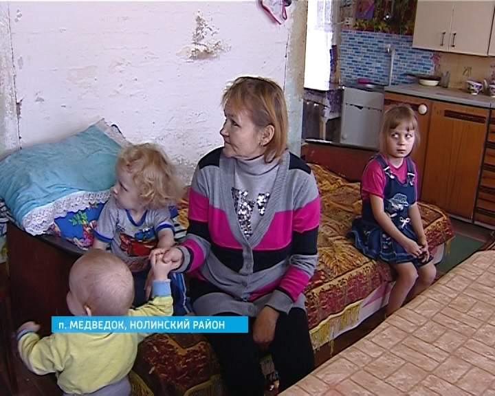 Многодетная семья из Нолинского района живет в доме без воды