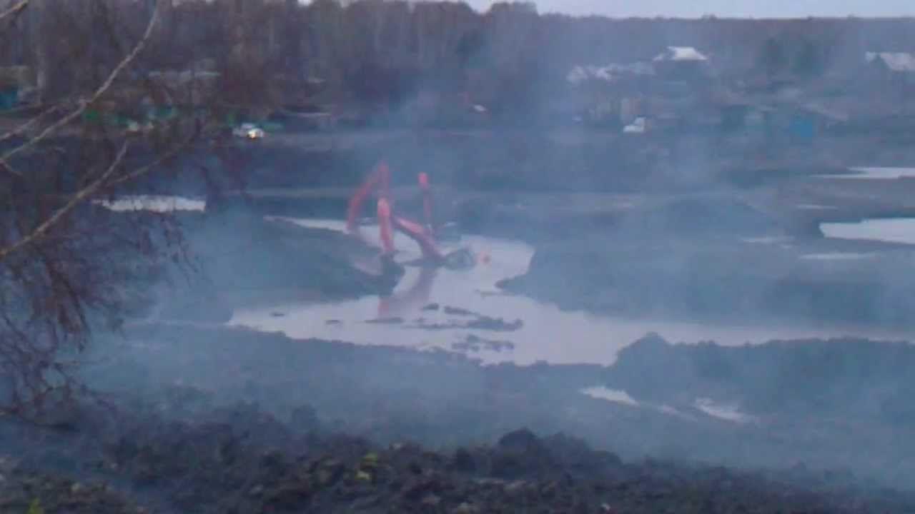 Сторож кирово-чепецкой строительной фирмы за ночь утопил в болоте экскаватор и трубоукладчик.
