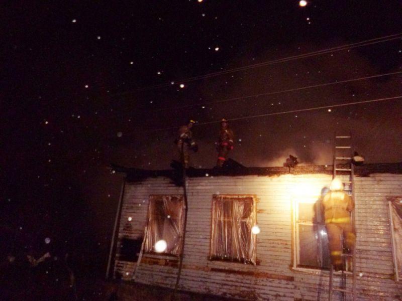В Нововятском районе сгорел цех по производству мебели.