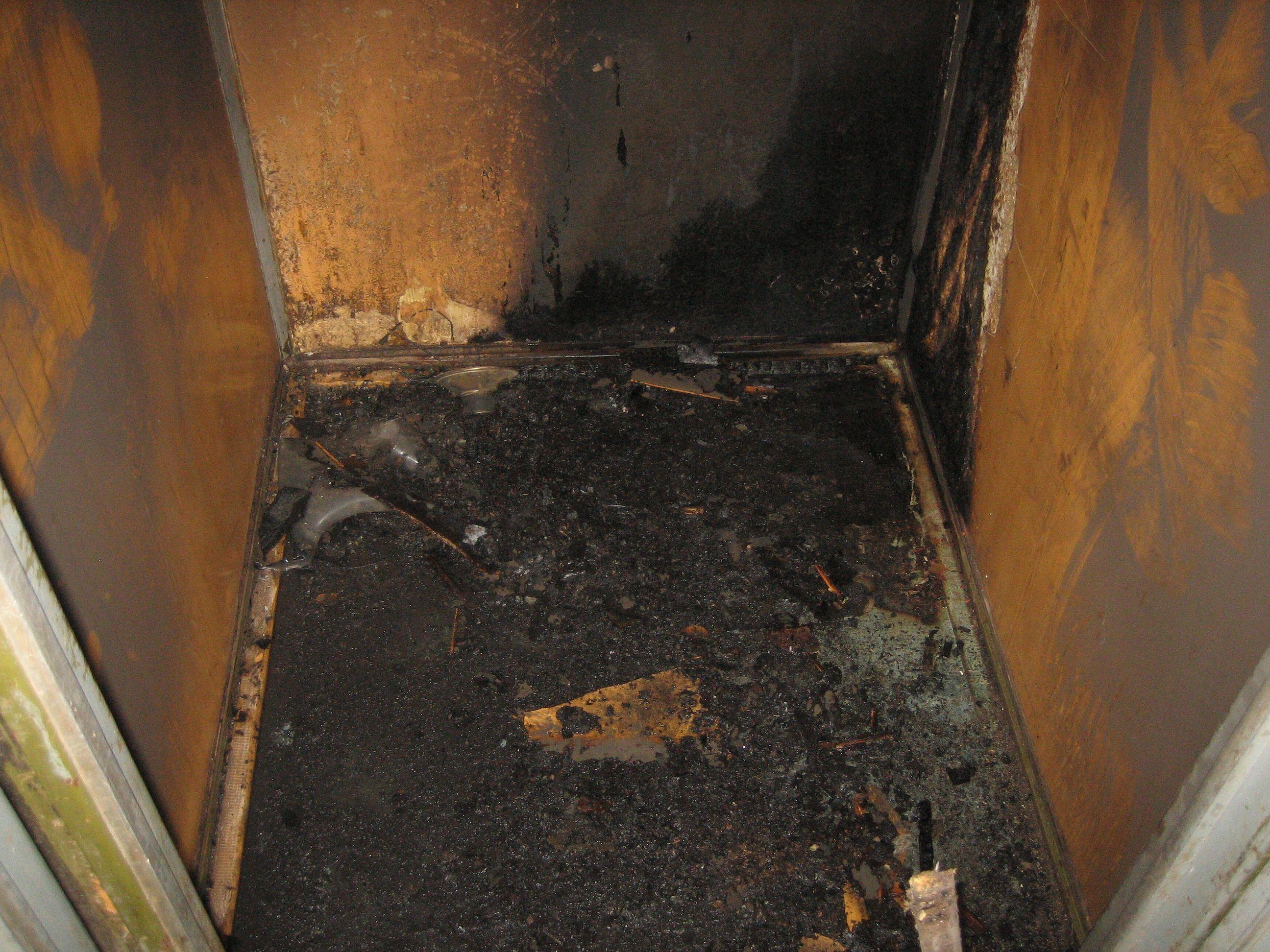 В п. Лянгасово неизвестные подожгли лифт в девятиэтажке.