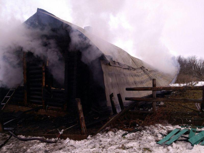 В Сунском районе сгорел жилой дом: три человека погибли - в том числе ребенок.