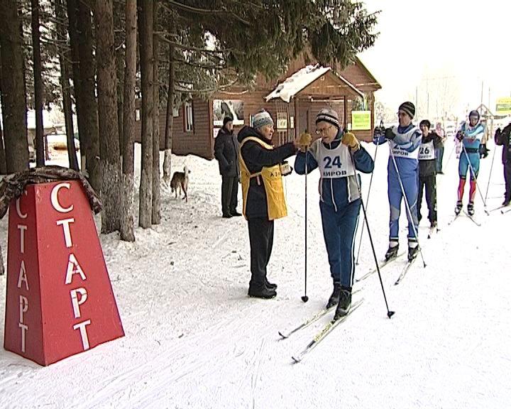 В Порошино прошли лыжные соревнования среди людей со слабым зрением