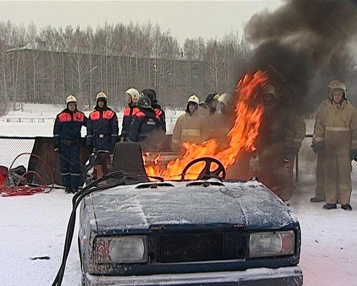 Кировские спасатели устроили необычный праздник для семей пожарных