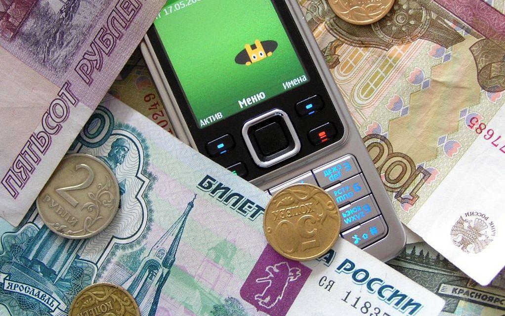 Телефонные мошенники похитили с банковской карты жительницы Лузы сто тысяч рублей.