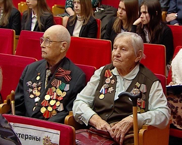 Встреча ветеранов-блокадников с кировскими школьниками
