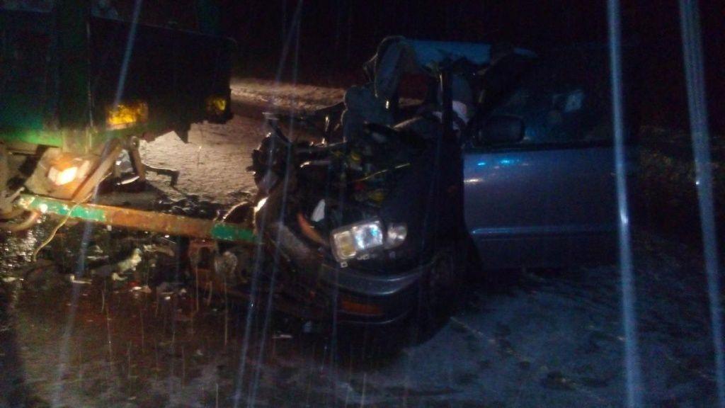 В Юрьянском районе иномарка залетела под прицеп КАМАЗа: двое пострадавших.