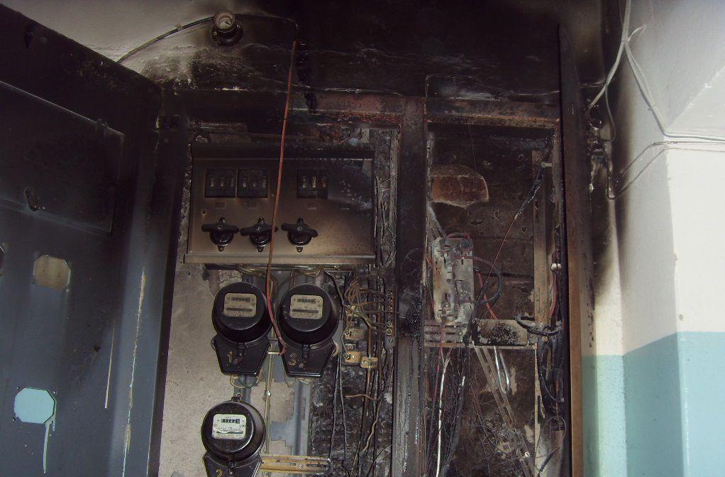 В жилом доме на улице Чапаева сгорели элетрощиты.