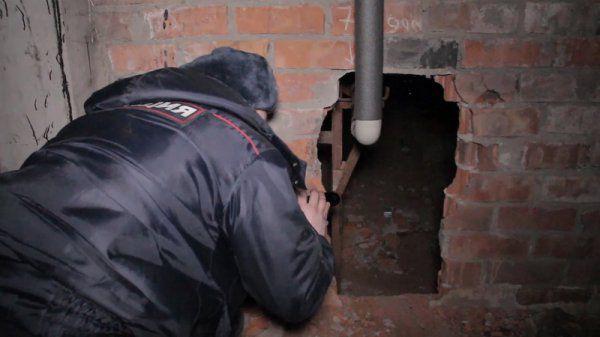В Кирове четверо молодых людей проломили стену, чтобы обворовать магазин.