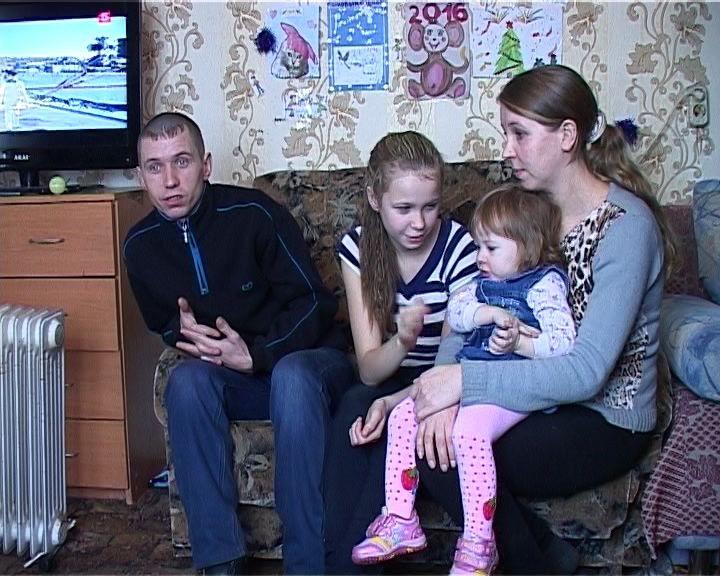 Многодетная семья Горбатюк вынуждена жить в опасном доме
