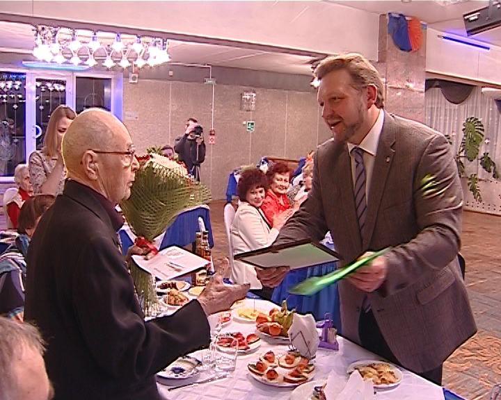 Ветерану-железнодорожнику Льву Неведомскому 100 лет