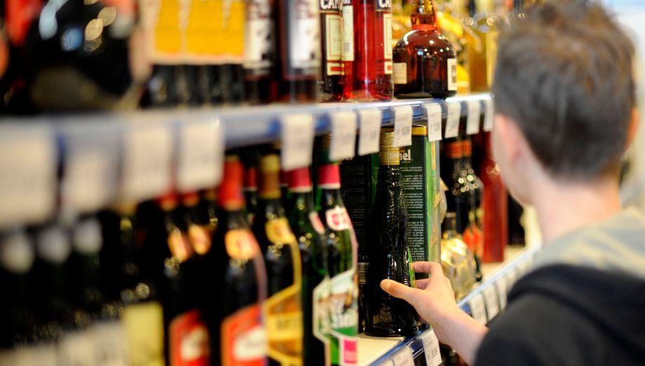 Госдума предлагает запретить продажу алкоголя гражданам, не достигшим 21 года.