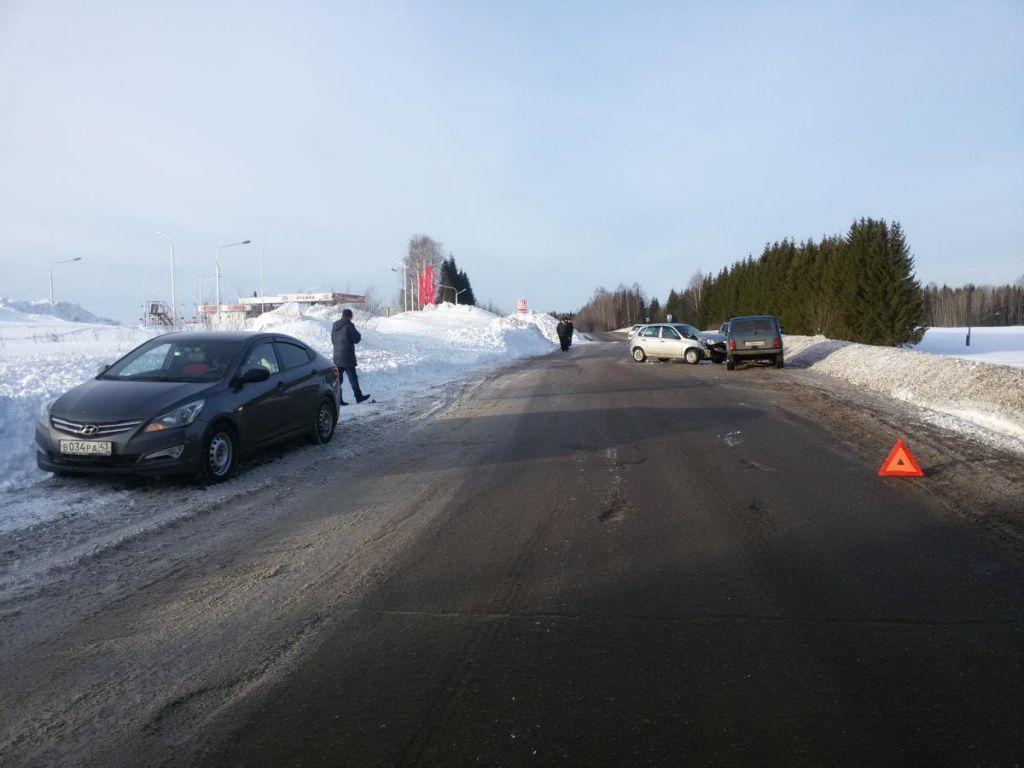 В Слободском районе водитель иномарки спровоцировал аварию с пострадавшими.