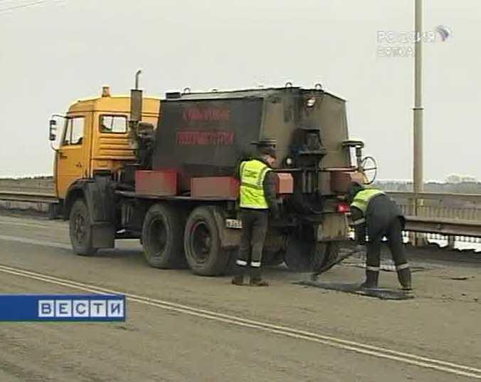 В Кирове круглосуточно ведется ямочный ремонт дорог