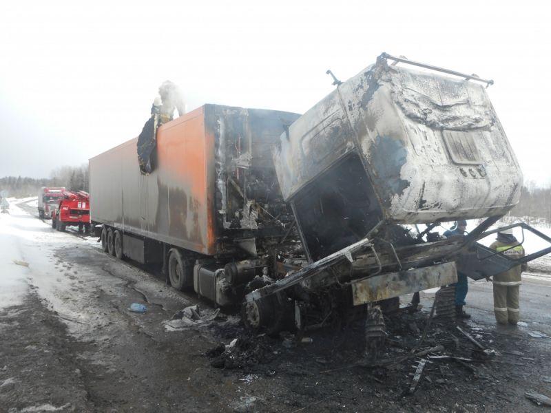 В Афанасьевском районе на трассе сгорел грузовой автомобиль.