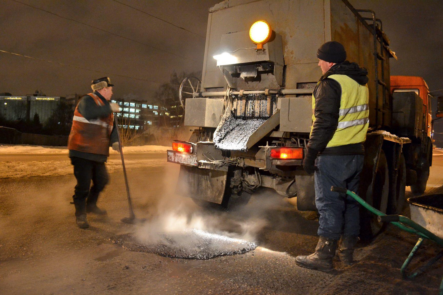 В Кирове на ремонт дорог уже использовали более 240 тонн литого асфальтобетона.