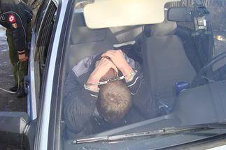 В Яранском районе 19-летний водитель устроил гонки со стрельбой.