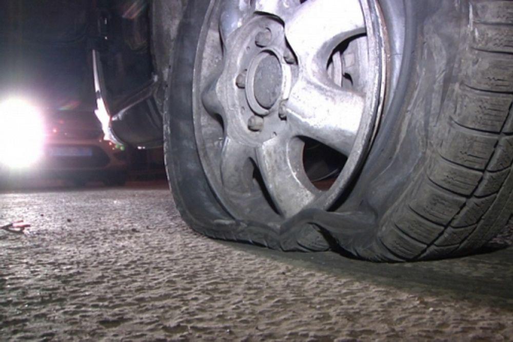 как ночью меняют колесо на трассе фото сериала физрук стала