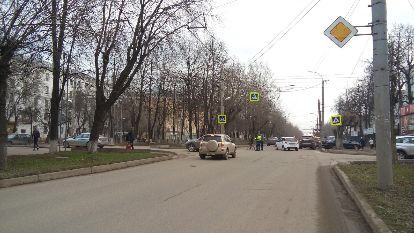 На Октябрьском проспекте иномарка сбила пенсионерку.