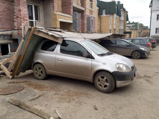В Кировской области устраняют последствия ночного урагана.