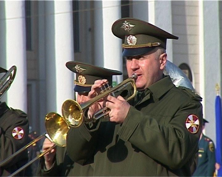 В Кирове на Театральной площади проходят репетиции Парада Победы