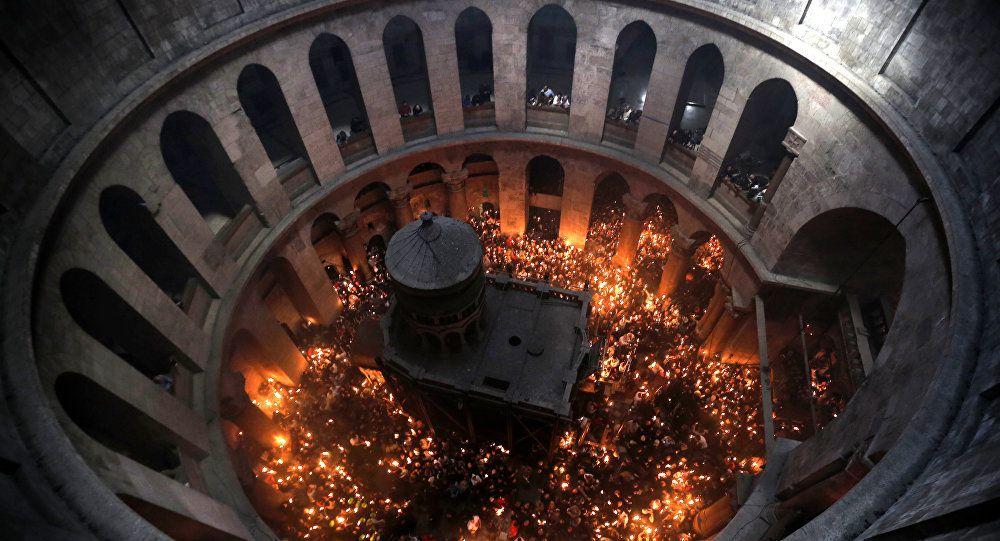 В Храме Гроба Господня в Иерусалиме сошел Благодатный огонь.