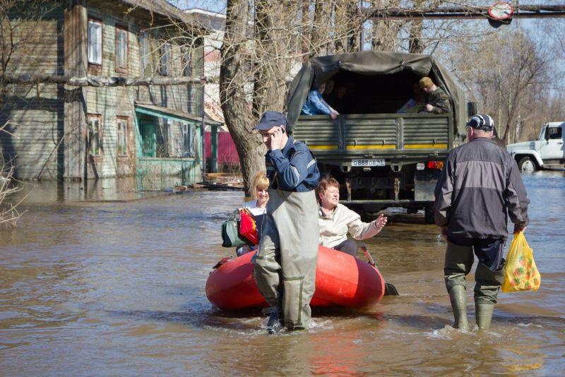 На 1 мая уровень воды в реке Вятке в черте Кирова понизился на 4 см.