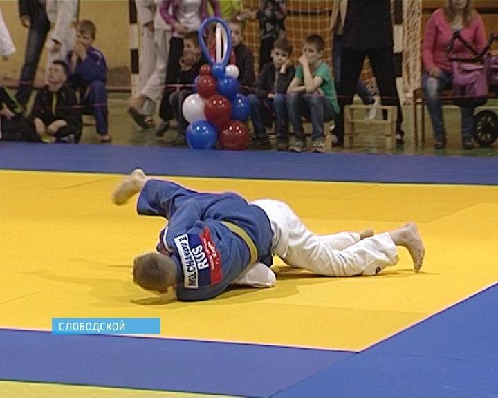 В Слободском прошел представительный турнир по дзюдо