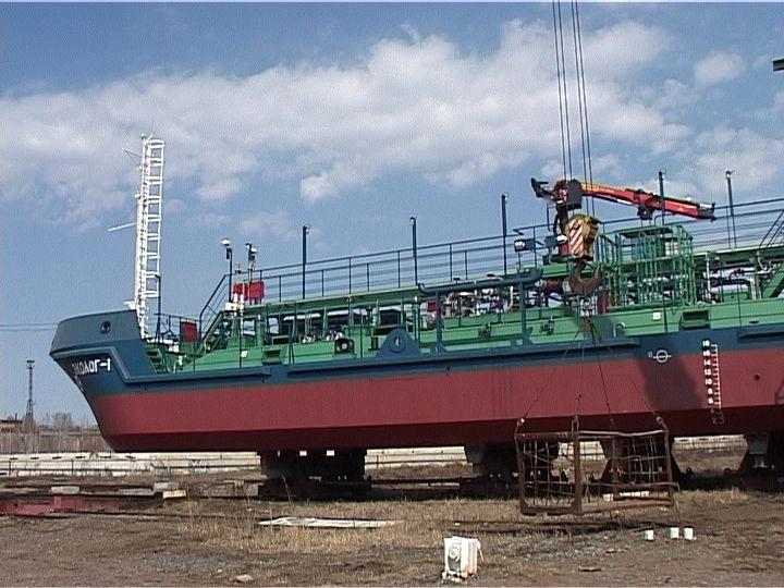 Вятские корабелы изготовили лоцмейстерское судно