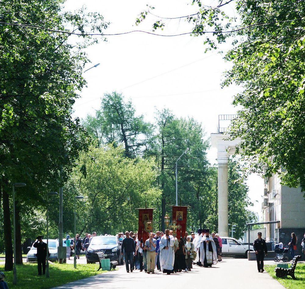 В Кирове прошел крестный ход в честь святого князя Александра Невского.