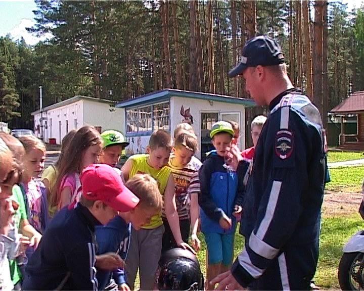 В лагере «Юность» сотрудники ГИБДД провели квест-игру
