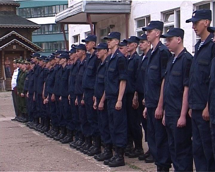 Кировских призывников торжественно проводили в армию