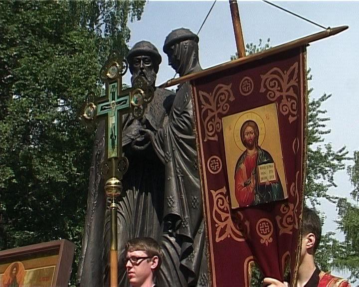 Крестный ход в честь святых Петра и Февронии