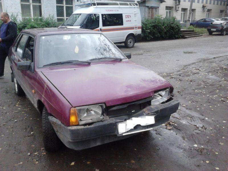 В Кирове микроавтобус столкнулся с ВАЗ-21099.
