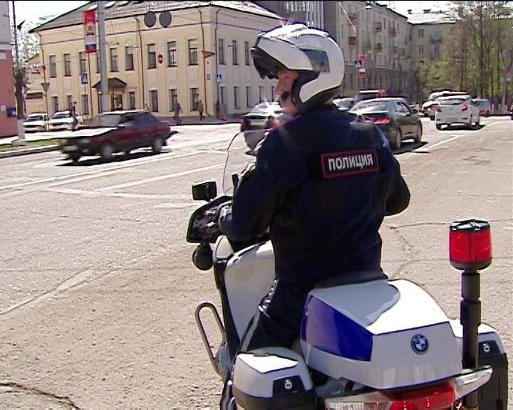 Ночью в Кирове сотрудники ГИБДД проверили мотоциклистов