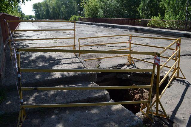 В Кирово-Чепецке образовался провал на мосту к Вятской набережной
