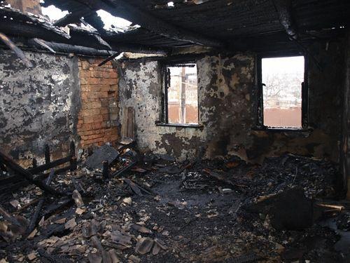 В Кировской области за одну ночь сгорели два жилых дома.