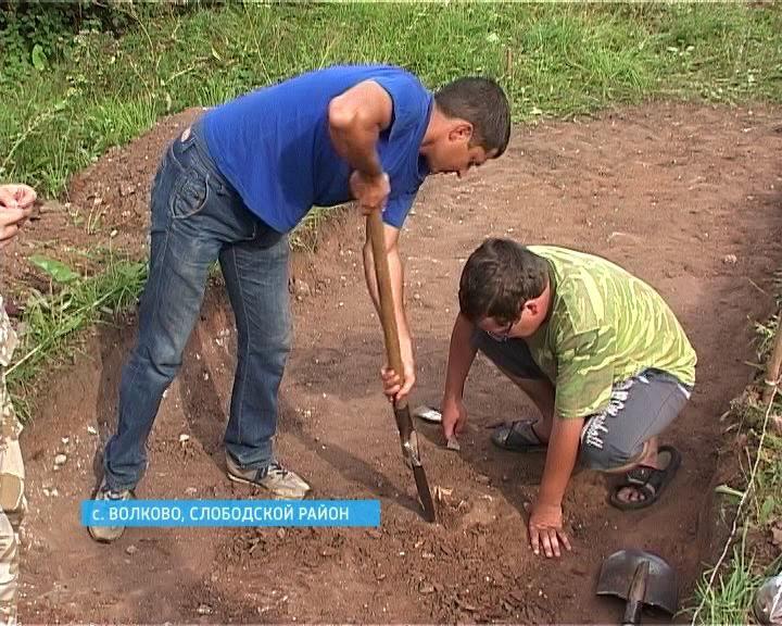 Раскопки средневекового могильника в Волково
