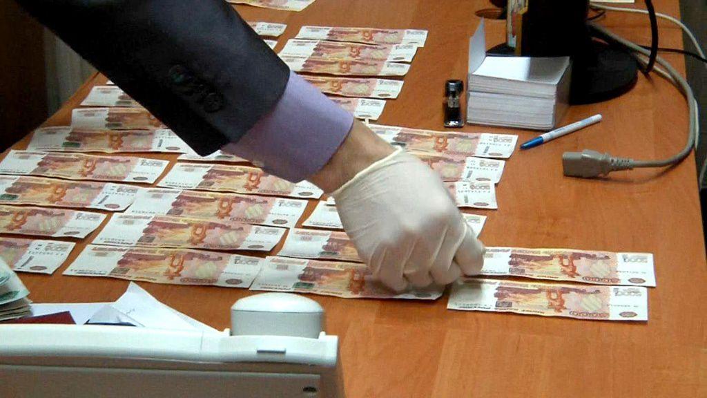 В Кирове директора госпредприятия подозревают в получении взятки в особо крупном размере.