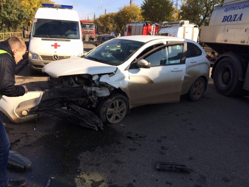 ВКирове столкнулись Ауди А6, Лада XRAY и Тойота Avensis