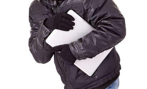 Житель Вятскополянского района украл у своего односельчанина ноутбук