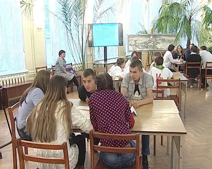 Школьники из Тужи вошли в пятёрку лучших в игре «Ума Палата»