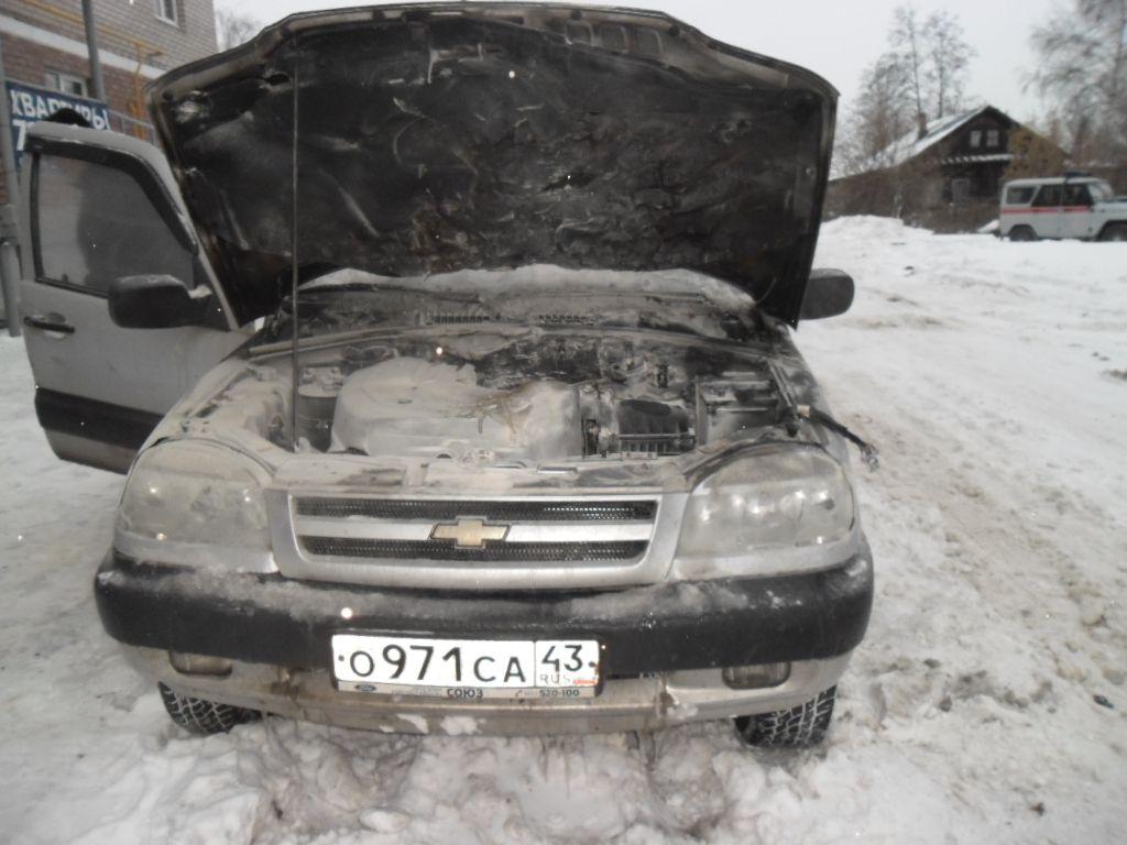 В Кирове на стоянке загорелся автомобиль