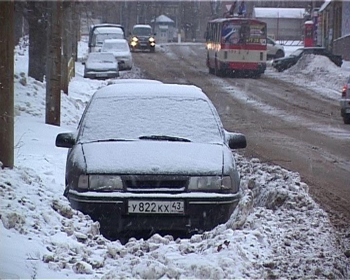 Машины мешают уборке снега