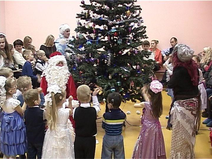 Кировские дети-сироты получат подарки к Новому году