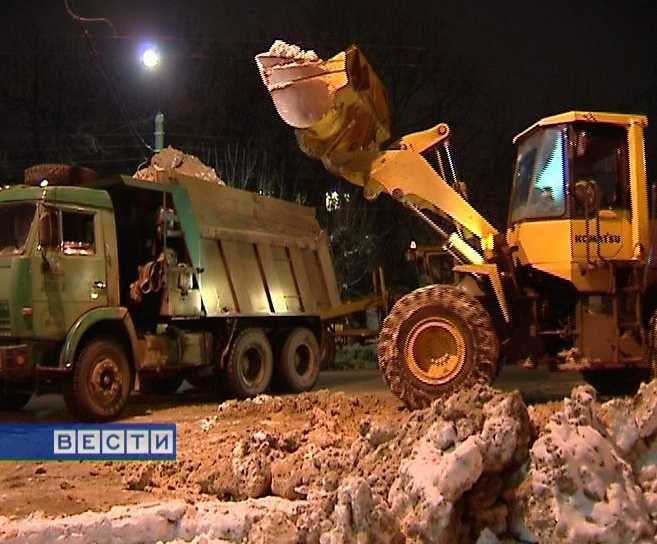 В Кирове круглосуточно идет уборка снега