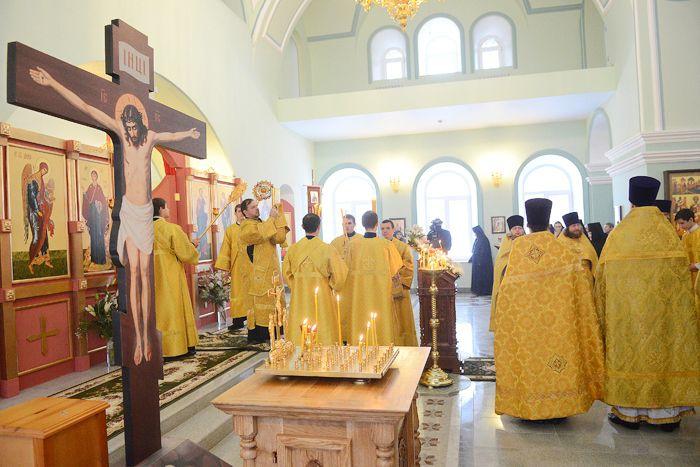 В Слободском была совершена первая Литургия в храме Рождества Христова.