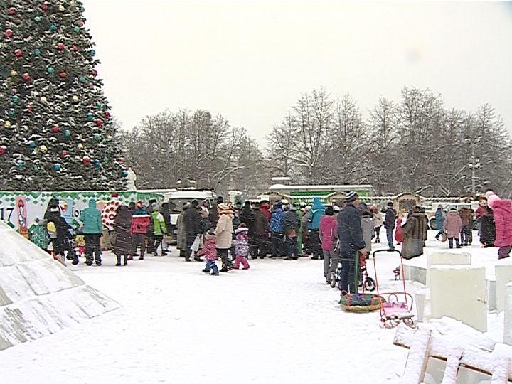 Кировчане отмечают 80-летие Кировской области (ФОТО)